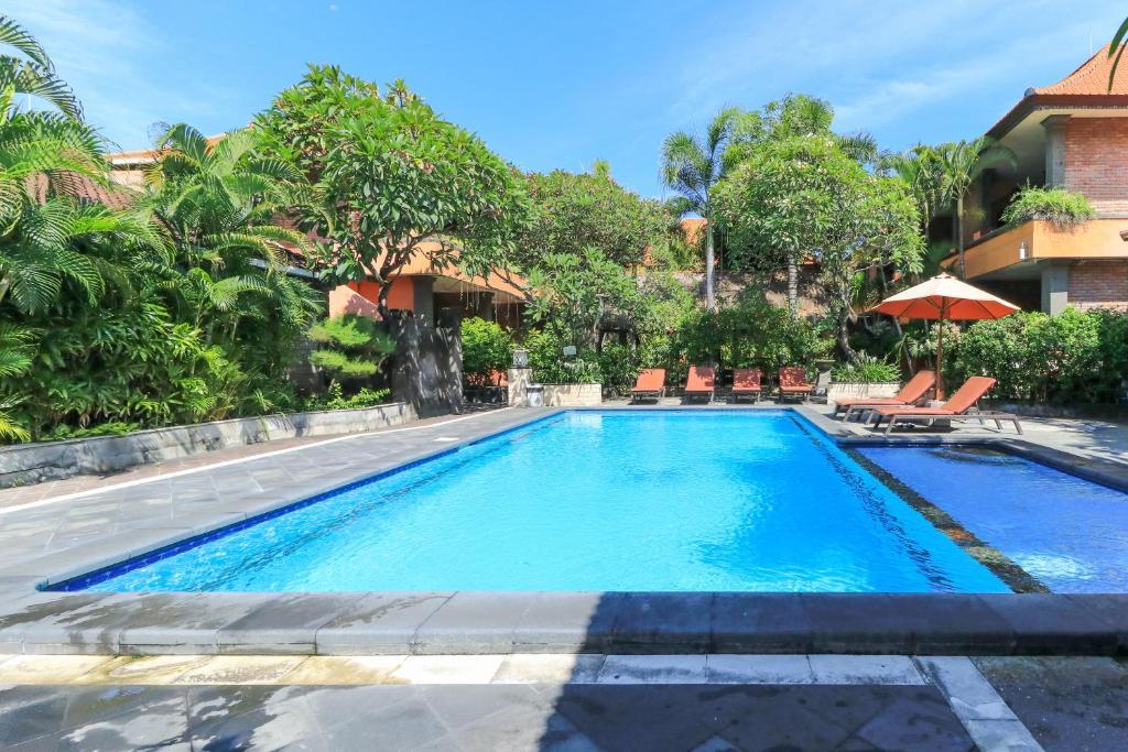 The swimming pool at or close to Kedin's Inn