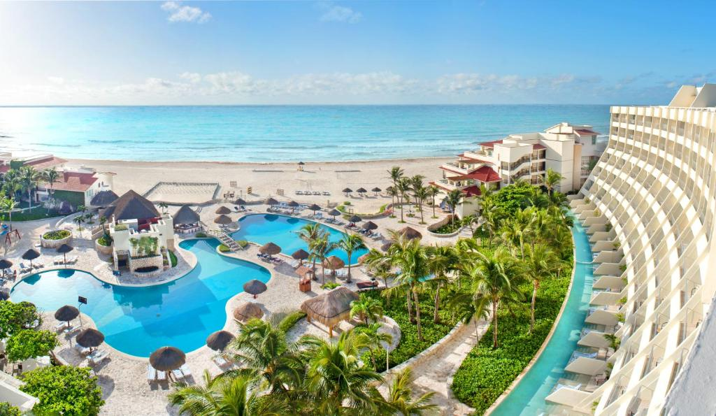 A view of the pool at Grand Park Royal Luxury Resort Cancun or nearby