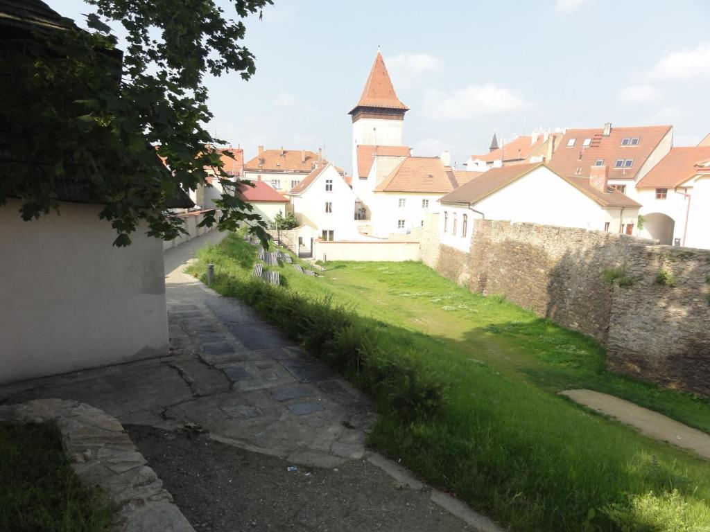 znojmo jewish singles Less kid-friendly, the pretty port is home to the tobermory distillery which, at the head of the bay, mainly produces a matured single malt whisky the tiny town is also shrouded with mystery.