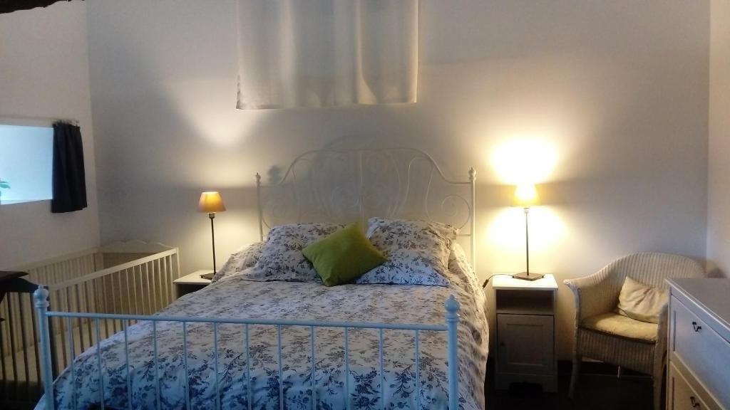Un ou plusieurs lits dans un hébergement de l'établissement Gîte du Vieux Pressoir
