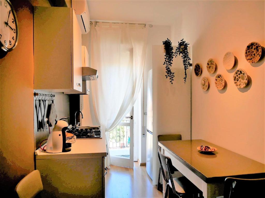 Cucina o angolo cottura di Gambara Metro stop Red Line Cozy Flat 8th Floor.