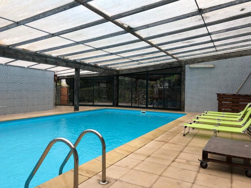 The swimming pool at or near Casa Da Penha de França