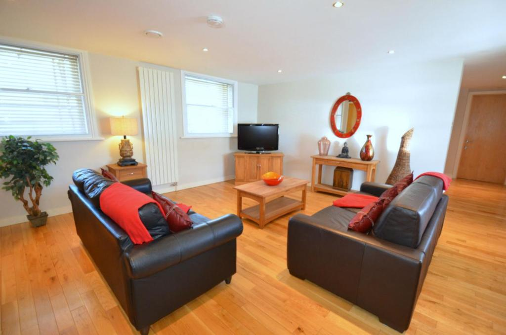 Living Room Newcastle apartment 93a grey street apt, newcastle upon tyne, uk - booking
