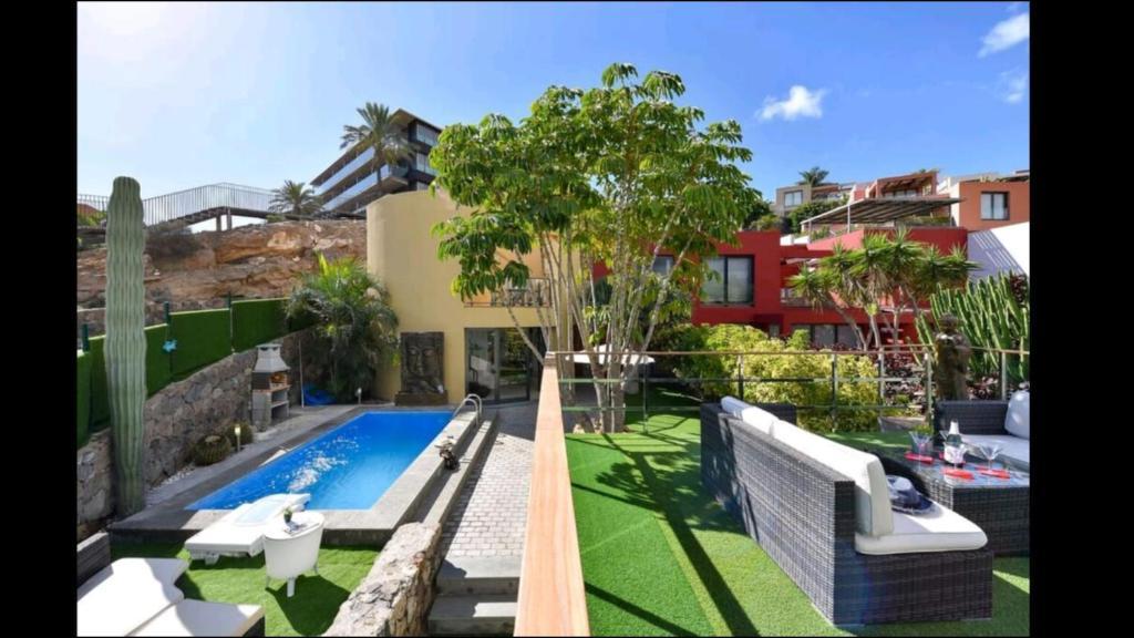 Pogled na bazen u objektu Villa Las Terrazas 17•Exclusive Chill Out and Pool. ili u blizini