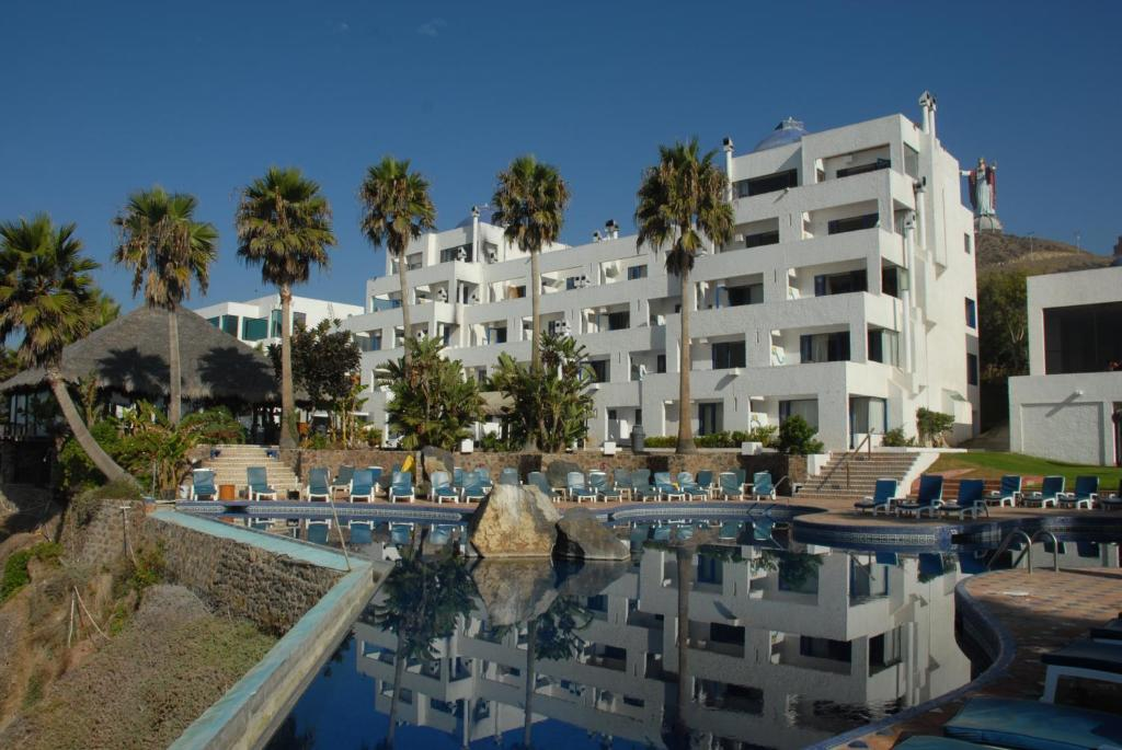 Las rocas resort spa rosarito mexico for Booking hotels