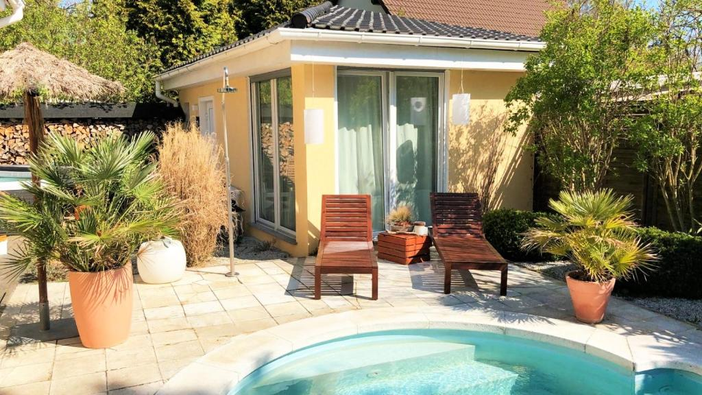 Vacation Home Haus am Pool, Petershagen, Germany - Booking.com