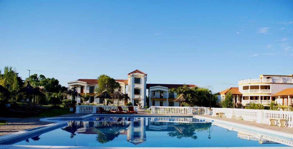 Πισίνα στο ή κοντά στο El Cortijo Apart Hotel & Spa