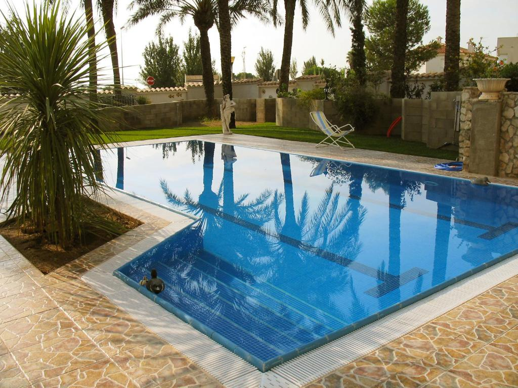 The swimming pool at or near Apartment Residencia Sanolianso II