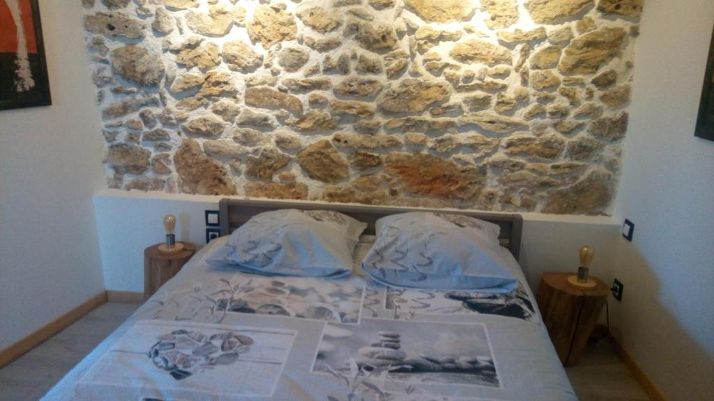 A bed or beds in a room at Le gite au tilleul