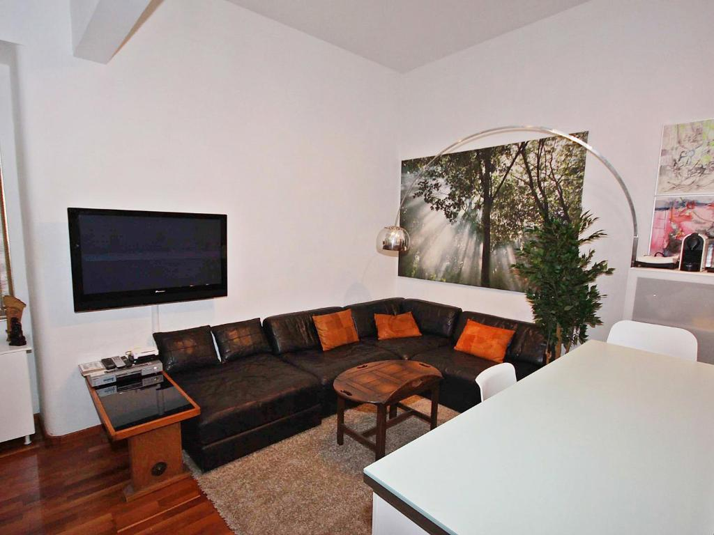 A seating area at Apartment Glasmalerei.1