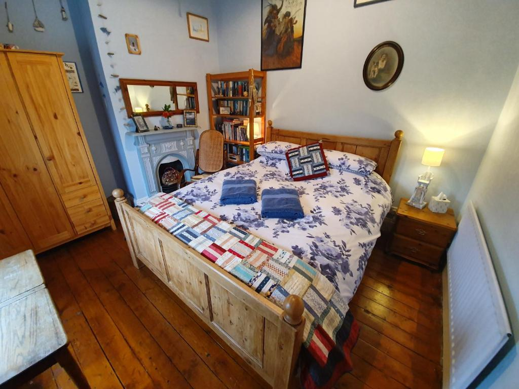 A bed or beds in a room at Whitehead Bed and Breakfast