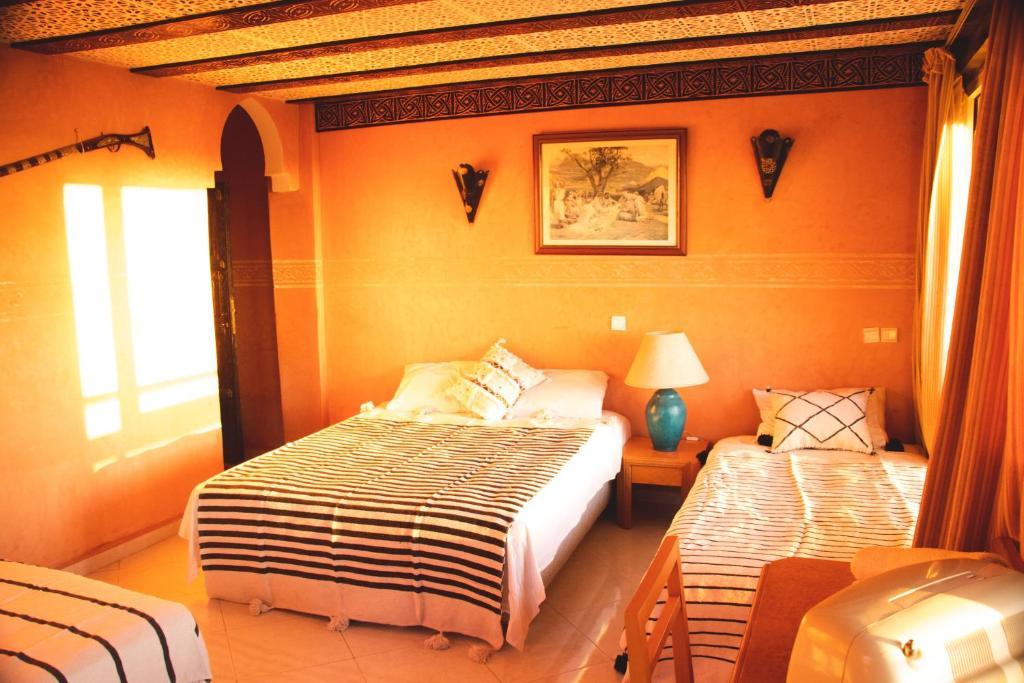 Ein Bett oder Betten in einem Zimmer der Unterkunft Aloha Surf Camp Maroc