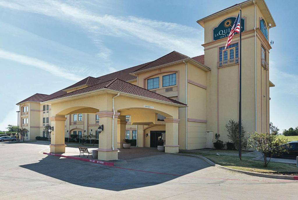 hotel la quinta alvarado tx booking com rh booking com