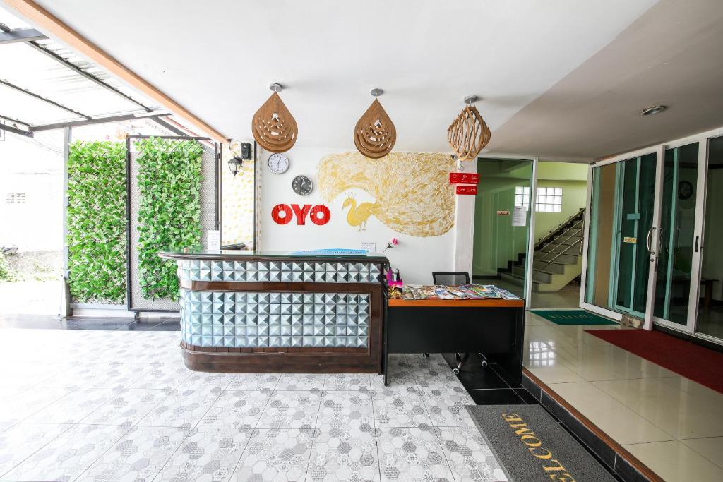 The lobby or reception area at OYO 118 Beach Walk Stay Hotel