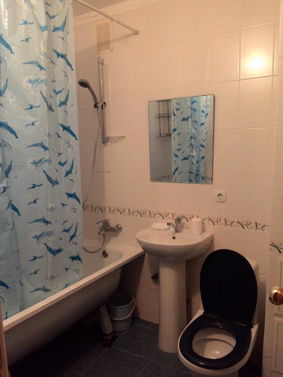A bathroom at МИНИ КВАРТИРА ВОССТАНИЯ 123А