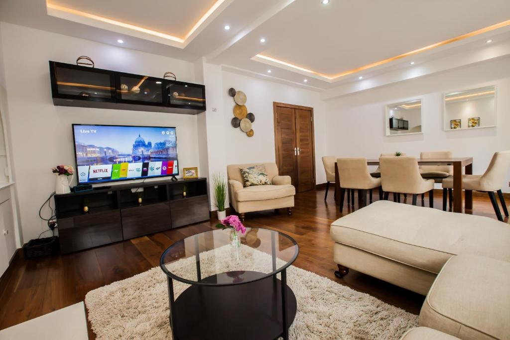 A seating area at Luxury 3 bedroom 2 bath - Paddington Hyde Park