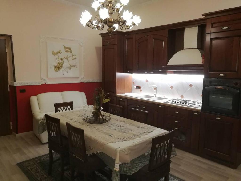 Materassi Memory Striscia La Notizia.Apartment Dimora Castelcapuano Naples Italy Booking Com