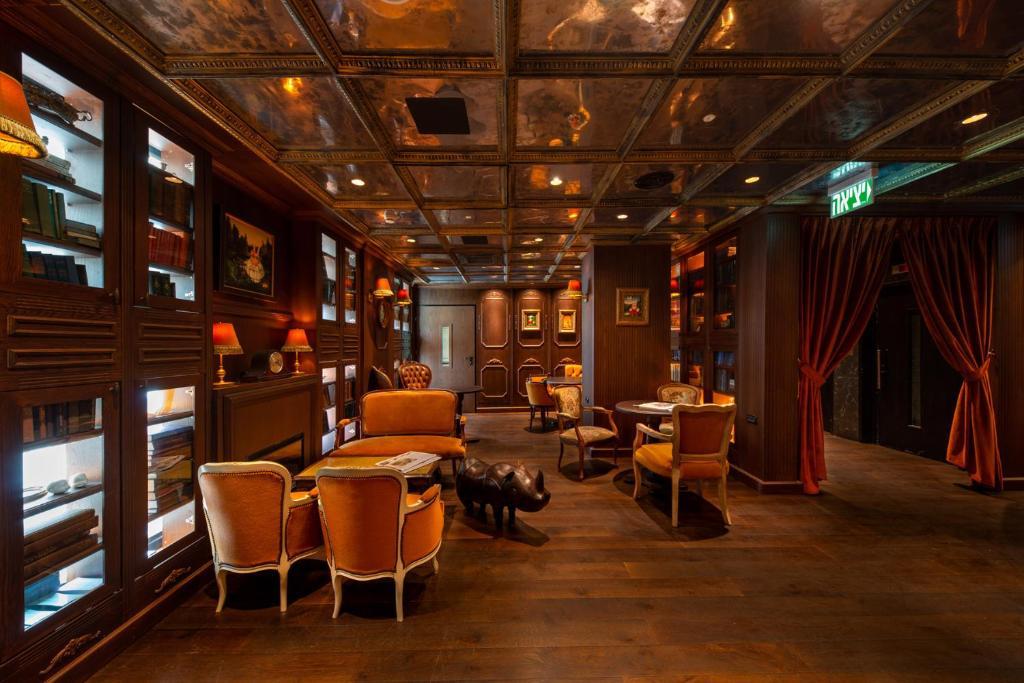 Setustofa eða bar á Port and Blue TLV Boutique Suites
