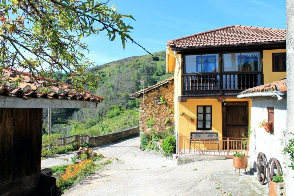 Casa de Campo Casa de aldea en el centro de Asturias ...