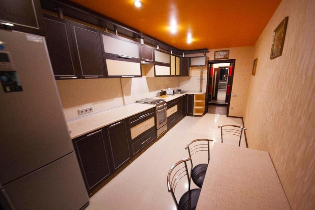 Кухня або міні-кухня у Апартаменти в самому серці Івано Франківська.
