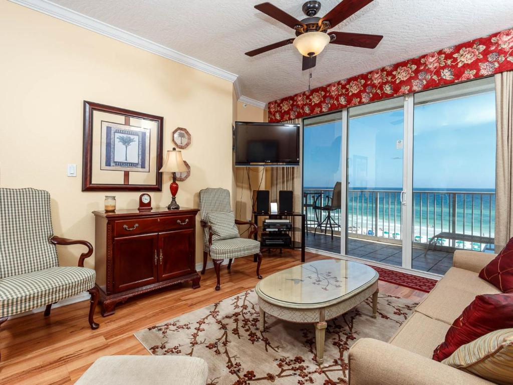 A seating area at Gulf Dunes 504 Apartment
