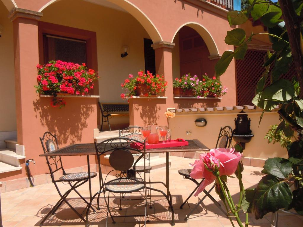 A restaurant or other place to eat at Nataly's House Bed&Breakfast