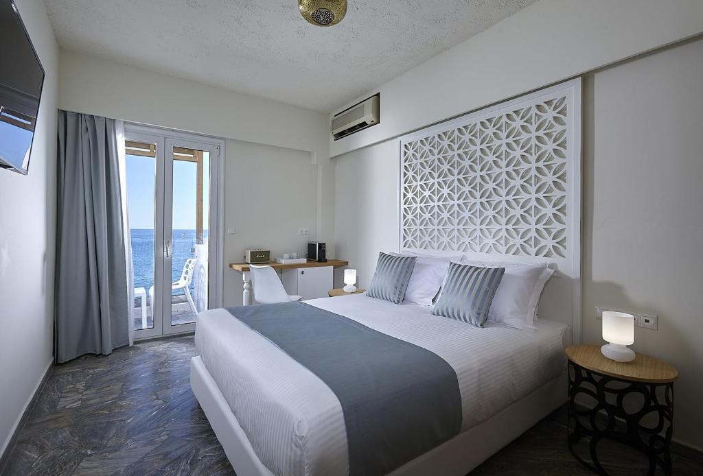 Ein Bett oder Betten in einem Zimmer der Unterkunft Vasia Boulevard (Adults Only)