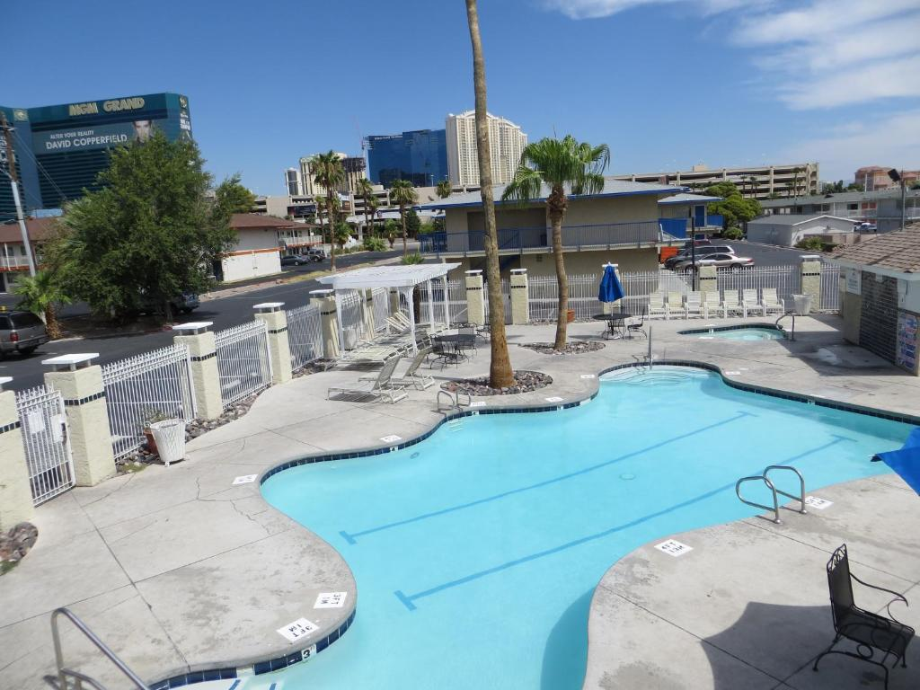 Search hundreds of travel sites at once for hotels in Las Vegas