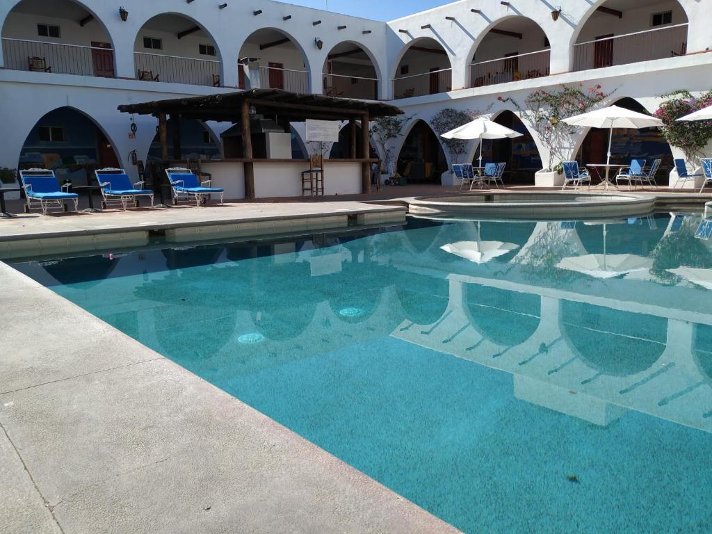 Piscina a Hotel Hacienda Bugambilias o a prop