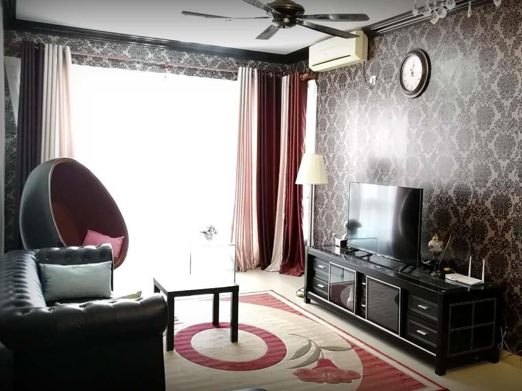 A seating area at Ilirplace Pelangi Mall Homestay