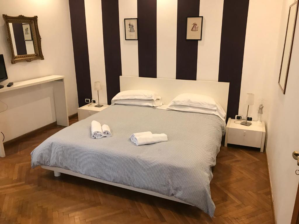 A bed or beds in a room at Piazza di Spagna Rome Apartments
