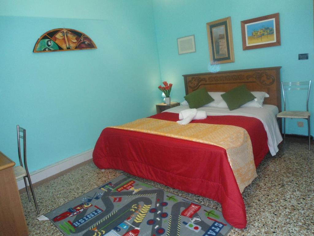 Een bed of bedden in een kamer bij ENJOY VENICE B&B