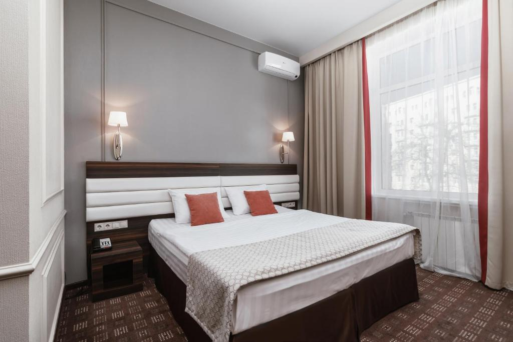 A bed or beds in a room at Hotel Sokol