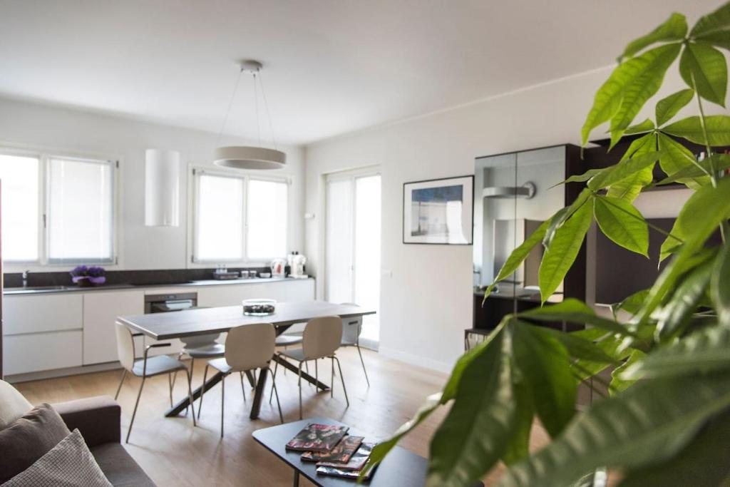 Brand new 4 persons apt , City Life district, Milano ...