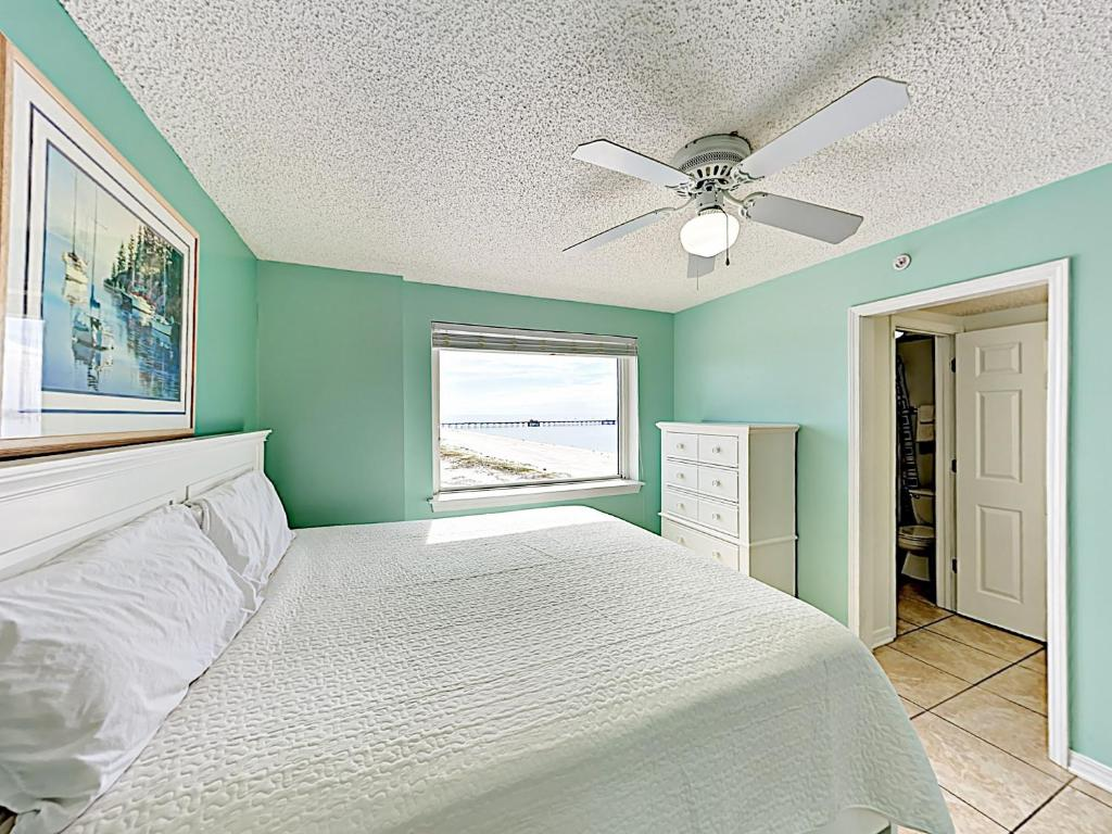A bed or beds in a room at gulf shores condo 561