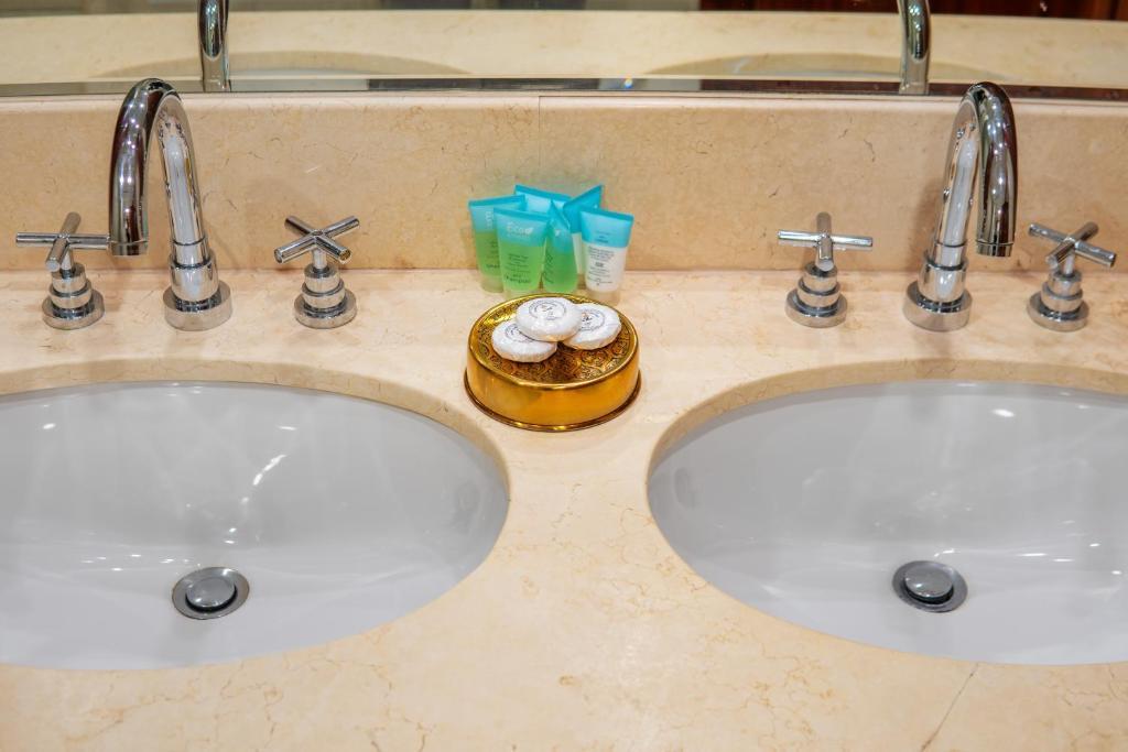 A bathroom at City Nights - 3B Villa Burj Khalifa View