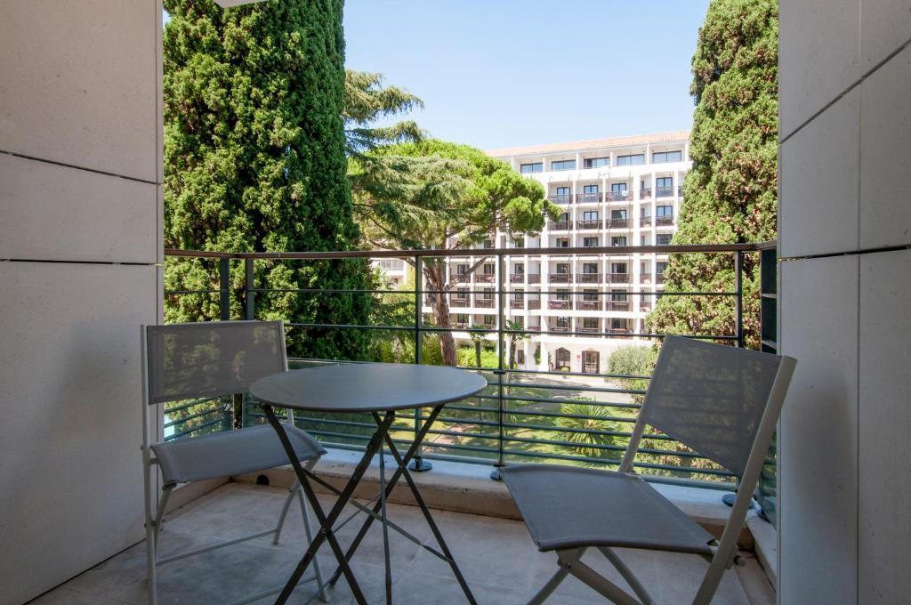 A balcony or terrace at Carlton Riviera