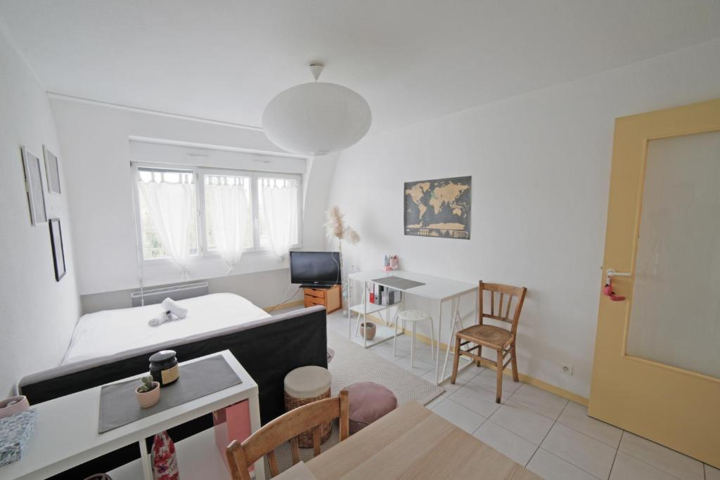 A bathroom at Charming 22m² studio apartment in the centre of Bordeaux