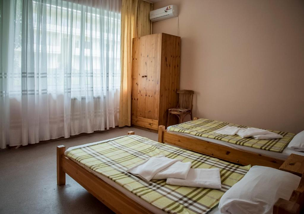 """Кровать или кровати в номере Отель """"Акация"""""""