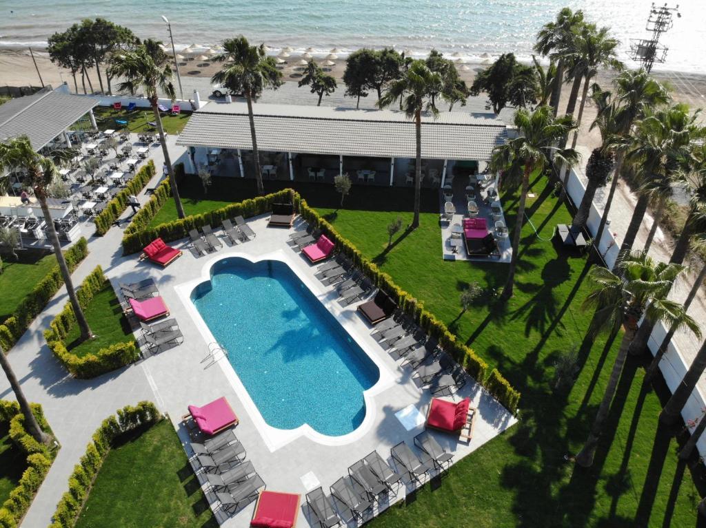 Вид на бассейн в VOXX MARMARİS BEACH RESORT HOTEL или окрестностях
