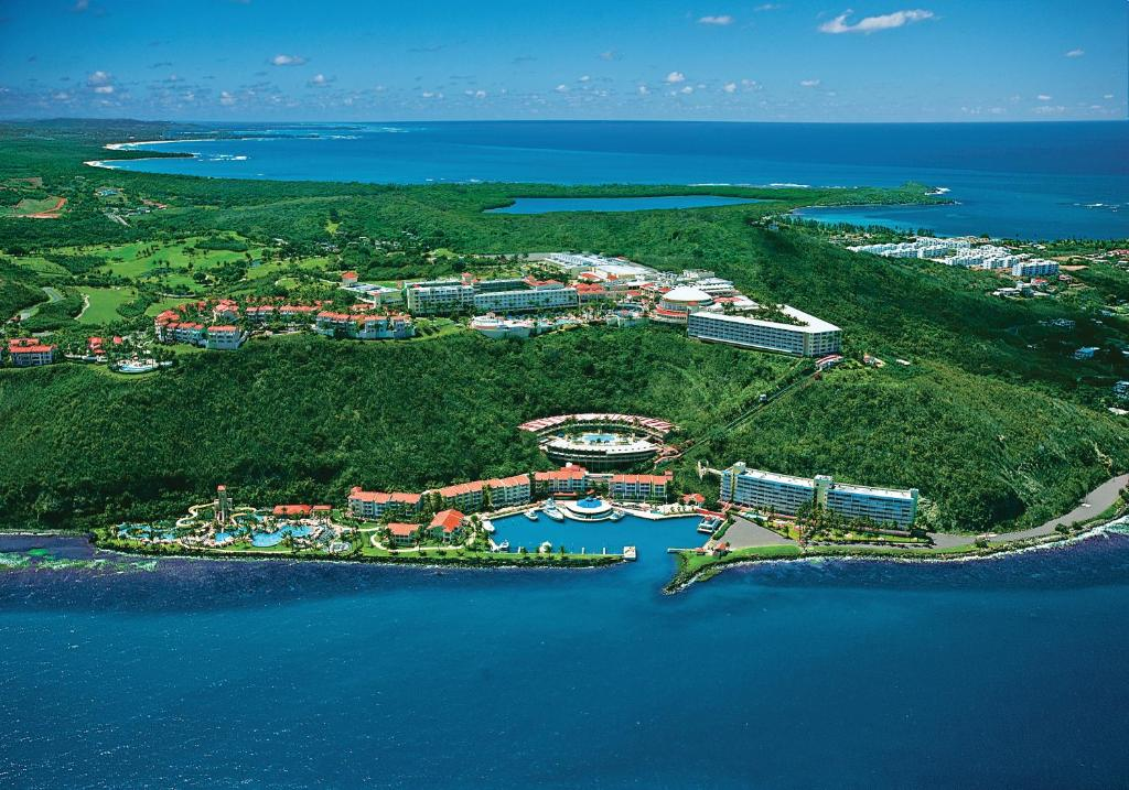 A bird's-eye view of El Conquistador Resort, A Waldorf Astoria Resort