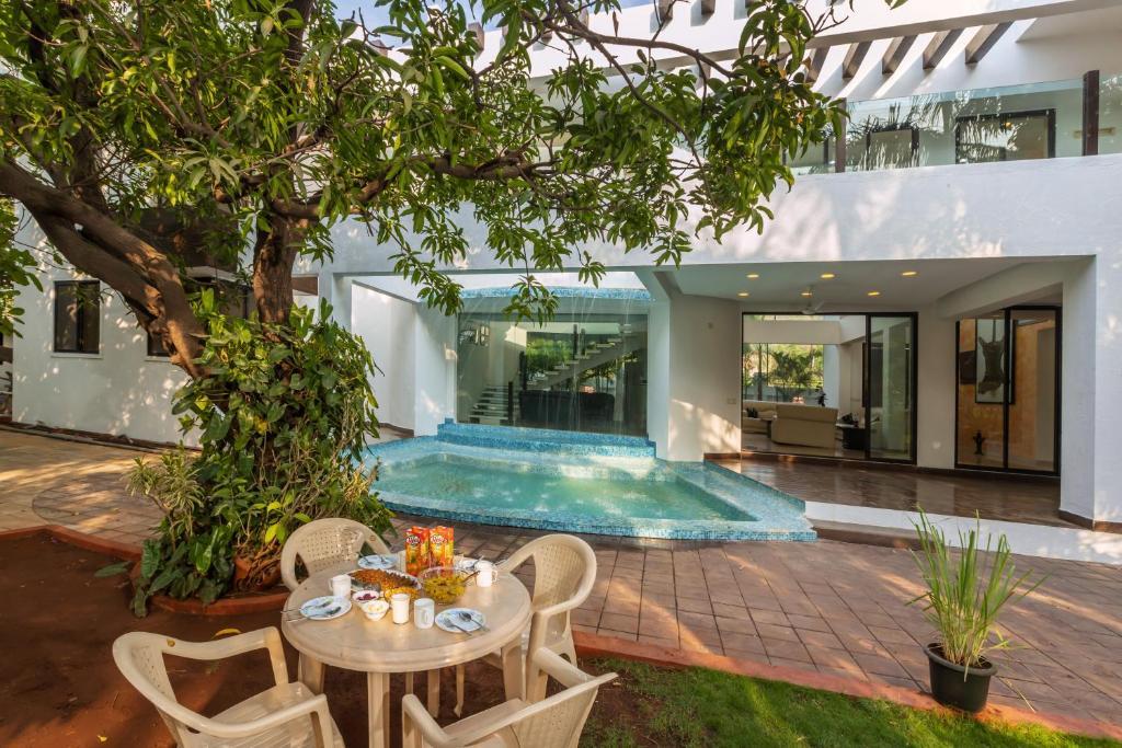 najbolji hotel za druženje u puneu site za upoznavanje victoria milan