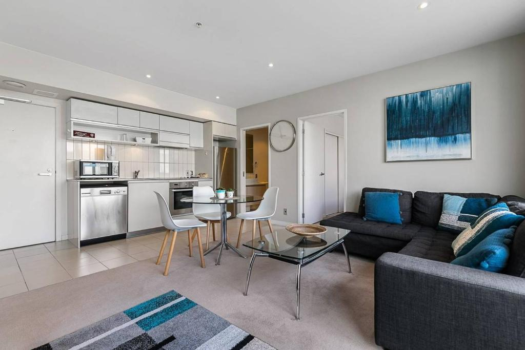 Two bedroom apartment pool gym & free parking! auckland new