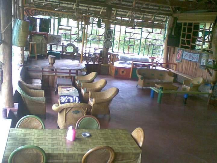 Lounge atau bar di Parnas homestay bar & restaurant