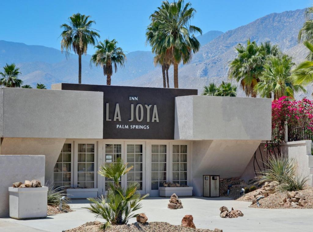 The Hacienda - Luxury Gay Resort Hotel in Palm Springs