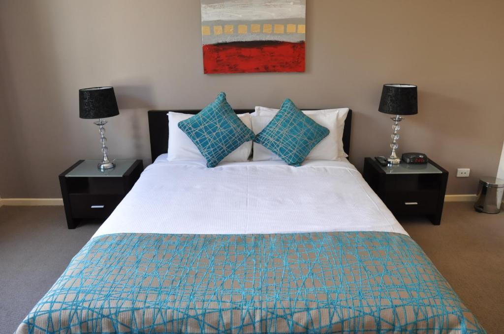 A bed or beds in a room at RNR Serviced Apartments Adelaide - Sturt St