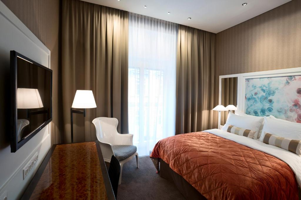 A bed or beds in a room at The Harmonie Vienna