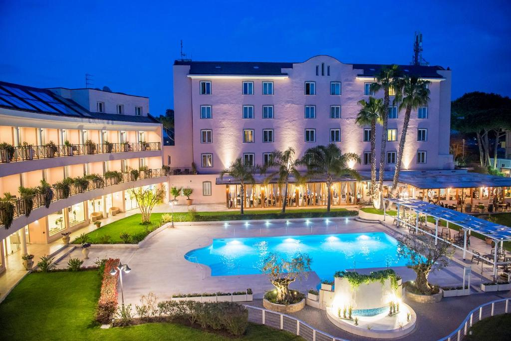 Piscina di Hotel Isola Sacra Rome Airport o nelle vicinanze
