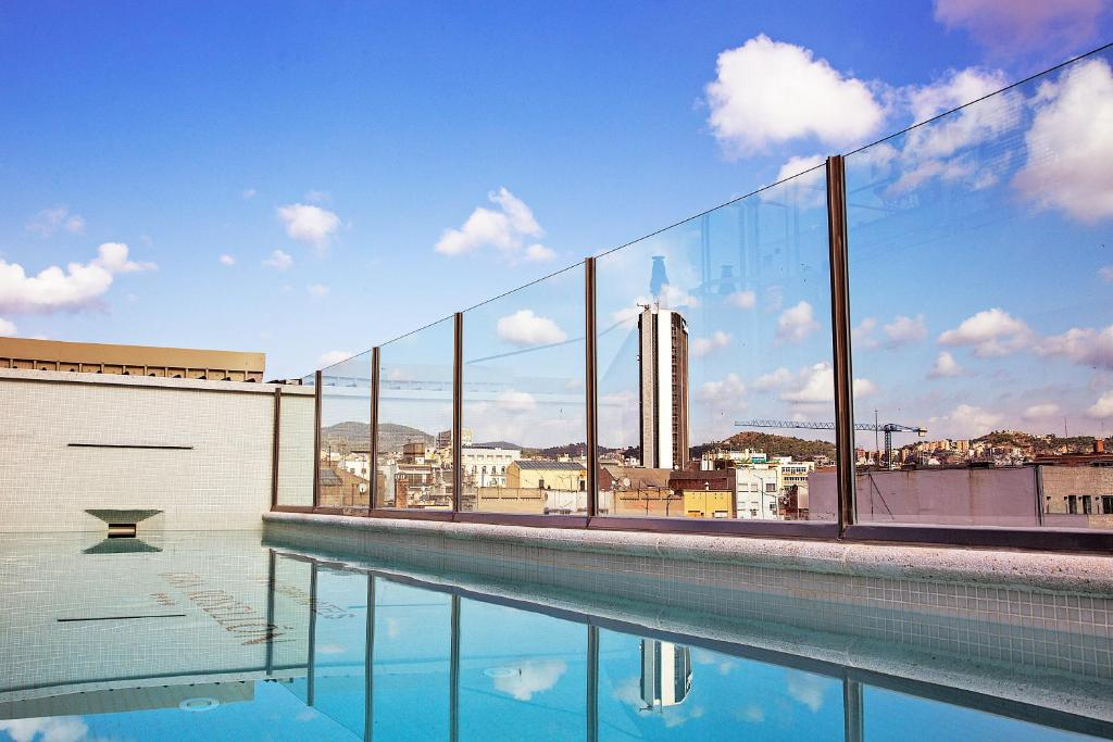 The swimming pool at or close to Bcn Urban Hotels Gran Rosellon