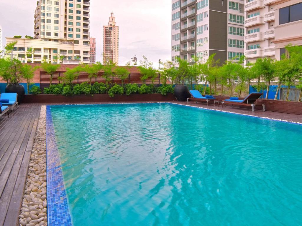 Marvel Hotel Bangkok - плавательный бассейн